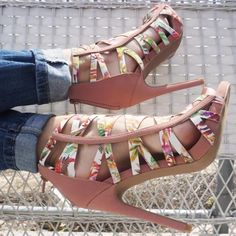 Lovely Shoe For This Summer Outfit. Definitely Must Have One. - New Shoes Styles & Design Hot High Heels, High Heel Pumps, Womens High Heels, Pumps Heels, Stiletto Heels, Ugly Shoes, Floral Heels, Heels Outfits, Cute Sandals
