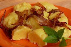 Brambory oloupeme a nastrouháme jako na bramborák. Přebytečnou vodu slijeme. Přidáme tvaroh, vejce a sůl, těsto dobře promícháme a zahustíme... Gnocchi, Potato Salad, Potatoes, Cooking, Ethnic Recipes, Sweet, Campaign, Medium, Essen
