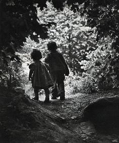 Eugene Smith The Walk to Paradise Garden, 1946 W. Eugene Smith The Walk to Paradise Garden, 1946 Iconic Photos, Great Photos, Old Photos, Black White Photos, Black And White Photography, Vintage Illustration, Eugene Smith, Foto Portrait, Paradise Garden