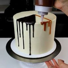 How to chocolate caramel drip cake Cake Decorating Techniques, Cake Decorating Tutorials, Cookie Decorating, Caramel Drip Cake, Chocolate Drip Cake, Bolo Drip Cake, Drip Cakes, Cake Cookies, Cupcake Cakes