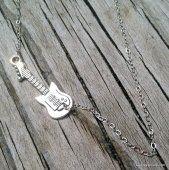 Aldous Snow guitar necklace  SAEEdesigns  #thecraftstar
