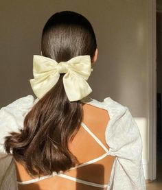 Clip Hairstyles, Elegant Hairstyles, Party Hairstyles, Vintage Hairstyles, Beautiful Hairstyles, 80s Hair, Elegantes Outfit, Aesthetic Hair, Bow Hair Clips