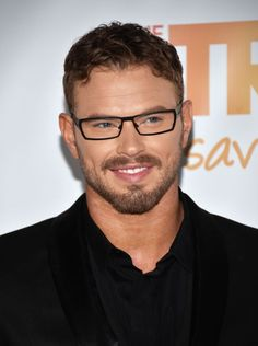 1abc32124569 32 Celebrities Looking Chic in Glasses
