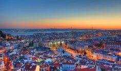 Cinque giorni a Lisbona tra Fado e Bacalhau  Adagiata sulla foce del fiume Tago, la città di Lisbona dà il suo meglio in primavera. Per una vacanza di cinque giorni, visitare la capitale del Portogallo è una soluzione alla portata di tutti.