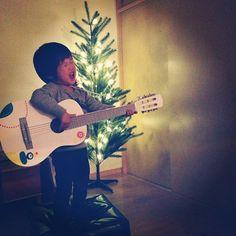 突然始まったクリスマスゲリラライブ中。 Give peace a chance熱唱中。 - @yuu1026- #webstagram