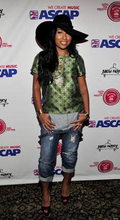 Melanie Fiona in overalls on red carpet