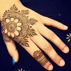 Mehndi design is extremely very famous for every occasion. Everyone can find best mehndi design for any festival. Simple and Easy Mehndi Designs Images. Mehndi Designs For Kids, Mehndi Designs 2018, Mehndi Designs For Fingers, Simple Mehndi Designs, Cool Henna, Henna Tatoos, Henna Tattoo Designs, Henna Art, Hannah Tattoo