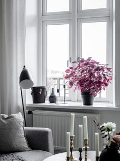 Pufik Beautiful Interiors Online Magazine Page - Gothenburg Apartment With White Interiors And Warm Accents Homes D Bc D B D D B D F October The Interiors Of This Bright Apartment In Gothenburg Are Both Simple And Intere Living Room Colors, Living Room Sets, Rugs In Living Room, Dark Interiors, Beautiful Interiors, Window Sill Decor, Room Window, Window Frames, Bright Apartment