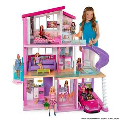 This Barbie dream house is amazing and the best one yet by far. It has a huge couch that can sit 4 dolls comfortably and it converts into bunk beds complete with a ladder. This house is every Barbie fans dream and is so much fun to play with. Dreamhouse Barbie, Barbie Doll House, Barbie Dream House, Barbie Doll Set, Barbies Dolls, Barbie Life, Barbie Shop, Girl Barbie, Play Barbie