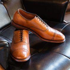 Fifth Avenue Cap-toe Oxford Mens Dress Shoes by Allen Edmonds Best Mens Dress Shoes, Top Shoes For Men, Men S Shoes, Men Dress, Woman Dresses, Dapper Gentleman, Modern Gentleman, Sock Shoes, Shoe Boots