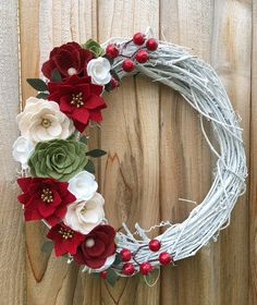 Who can believe we are in the second half of October? I am going to be in overdrive mode today as I prepare a few last minute items for tomor. Felt Flower Wreaths, Felt Wreath, Diy Wreath, Felt Flowers, Diy Flowers, Paper Flowers, Christmas Flowers, Noel Christmas, Christmas Wreaths
