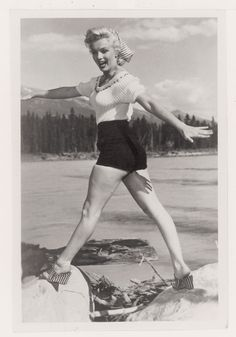 """Ya en el año 1949 Silvana Mangano daba un anticipo de lo importante que se harían los hot pants en la película """"Arroz Amargo"""". Marilyn Monroe, icono de la década, los lució con descaro en su versión más minimal."""