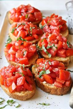 Bruschetta - Simple, fresh, and seriously amazing. This is the best bruschetta I've ever had!Perfect Bruschetta - Simple, fresh, and seriously amazing. This is the best bruschetta I've ever had! Good Food, Yummy Food, Tasty, Cooking Recipes, Healthy Recipes, Easy Recipes, Healthy Food, Healthy Summer Snacks, Healthy Pizza