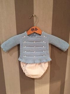 Little John-Hecho a mano Baby Knitting Patterns, Baby Hats Knitting, Knitting For Kids, Baby Patterns, Baby Cardigan, Baby Outfits, Knit Baby Sweaters, Baby Kind, Girl Doll Clothes