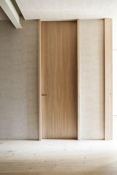 Madrid - OOAA Arquitectura - Architecture - doors design - oak - bauhaus handler - wood - brass