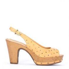 Peeptoe Weekend by Pedro Miralles en piel mostaza troquelada #shoes #ss16 #inspiration  #shoeporn #sandals #zapatos #moda #calzado #mostaza #mustard