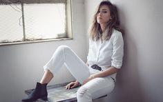Jessica Alba dizajnirala jeans koji će oduševiti sve IT dame Jessica Alba Outfit, Jessica Alba Style, Jessica Alba Photoshoot, Casual Chic Outfits, Fashion Guys, Latest Fashion, Fashion Beauty, Ugg Australia, Style Désinvolte Chic