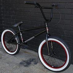 bmx kink bike co Cycling Art, Cycling Bikes, Cycling Quotes, Cycling Jerseys, Bike Style, Motorcycle Style, Black Bmx, Best Bmx, E Skate