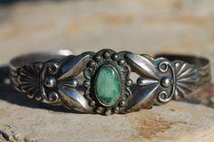 Vintage navajo sterling silver & turquoise fred harvey era cuff bracelet