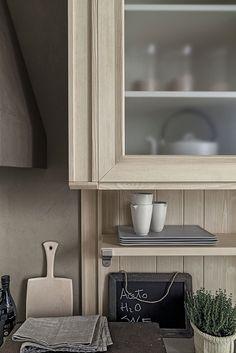 Cucina con isola in abete bianco perla MAESTRALE 01 by Scandola ...
