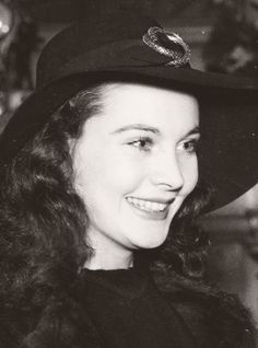 Life of Vivien Leigh in Photos by Ashley Bain Old Hollywood Glamour, Golden Age Of Hollywood, Vintage Hollywood, Hollywood Stars, Classic Hollywood, Classic Actresses, British Actresses, Hollywood Actresses, Beautiful Actresses
