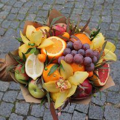 Diy Gifts, Unique Gifts, Food Bouquet, Fruit Centerpieces, Edible Bouquets, Chocolate Bouquet, Flower Food, Fruits Basket, Dried Fruit