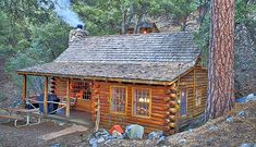 chalets 005 Small Log Cabin Homes Ideas 005 Small Log Cabin Homes Ideas Beautiful Silk Flowers Artic Small Log Homes, Small Log Cabin, Little Cabin, Log Cabin Homes, Cozy Cabin, Log Home Designs, Rustic Home Design, Pine Mountain Club, Mountain Cabins