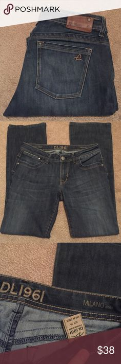 DL1961 Milano boot jeans! Super cute pair of DL1961 Milano boot jeans! Purchased at Nordstrom. General overall wear. Fading and wear on front at thighs/jeans. 360 degree comfort and stretch. Size 29. Inseam 30. Smoke free home. DL1961 Jeans Boot Cut
