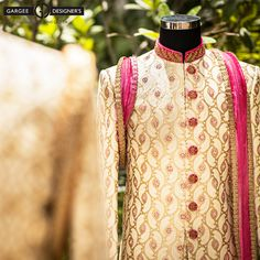 #ravigupta #delhi #india #bespoke #sherwani #Indian #classic #modern #summer #weddings #designer #pagdi #bandhai #menswear #chanderi #silk #embroideries #groomswear #studio #personaltouch #dreamworks