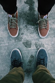 Cold autumn days in the city require warm comfortable footwear. Trek through city sidewalks or rocky mountainscapes in the Hana Beaman Sk8-Hi 46 MTE, and the SK8-Hi MTE in Pewter. Shop more winter footwear essentials now at vans.com.
