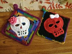 "For Dia De Los Muertos?!  ""Fiddlesticks - My crochet and knitting ramblings.: Crocheted Sugar Skulls"""