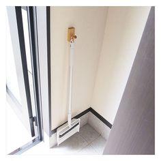 無印良品の壁に付けられる家具・フックは、ちょっとした収納をつくりたいときに便利なアイテム。石膏ボードの壁であればどこでも付けられるので、「賃貸で穴が開いてしまうのが気になる」という人にもおすすめのアイテムです。今回は壁に付けられる家具・フックを利用した収納アイディアをご紹介します。