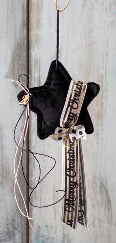 Μοντέρνο κρεμαστό DIY γούρι με μαύρο αστέρι και χρυσές κορδέλες! Βρες όλα τα υλικά με ένα κλικ. Modern lucky charm 2020 with velvet star and ribbons. #luckycharm #ribbons #christmasstar #velvet Christmas 2015, Christmas Crafts, Lucky Charm, Charmed, Vegetables, Shop, Vegetable Recipes, Veggies, Store