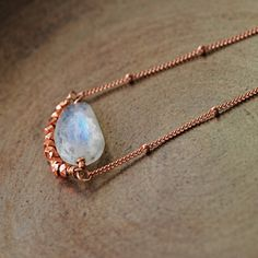 This unique layering necklace features an outstanding faceted moonstone nugget suspended on 14k rose gold fill satellite chain with a layer of rich copper nuggets below. This looks great alone as well and makes a perfect summer accessory! Each moonstone nugget has beautiful flashes of blue as the gem moves against the light. Length- 18 inches (other lengths available in the drop down menu) Moonstone- approximately 15 mm x 9 mm See more- Moonstone jewelry- https://www.etsy.com/...