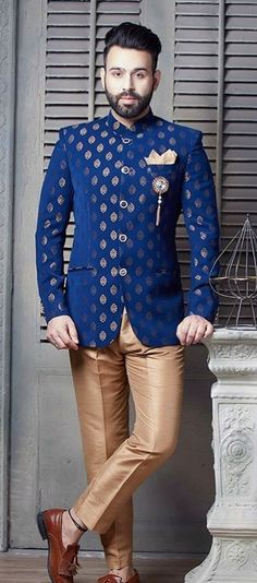 Jodhpuri suits are formal suits which comprise of a formal jacket, usually short in length and pants. They are very comfortable and elegant suits. Wedding Kurta For Men, Wedding Dresses Men Indian, Wedding Dress Men, Wedding Men, Nehru Jacket For Men, Casual Suit Jacket, Formal Jacket, Nehru Jackets, Indian Men Fashion