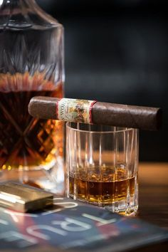 aj fernandez new world cigar Cigars And Whiskey, Good Cigars, Cuban Cigars, Scotch Whiskey, Cigar Humidor, Cigar Bar, Peaky Blinders, Cigar Reviews, Premium Cigars