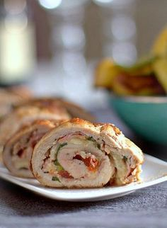 Pork tenderloin stuffed with mozzarella bacon ,sun dried tomatoes and basil (in Polish)(translate into English) Tomato Pesto, Polish Recipes, Mozzarella, Food To Make, Main Dishes, Bacon, Pork, Rolls, Food And Drink