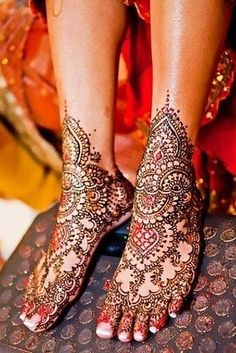 I am revealing yet another post of Mehndi designs for your interest. From the past few decades the longing for Mehndi has been increasing day by day. Simple and easy mehndi designs alwa… Mehndi Tattoo, Leg Mehndi, Legs Mehndi Design, Beautiful Mehndi Design, Mehndi Art, Henna Tattoo Designs, Mehendi, Small Henna Tattoos, Small Tattoo