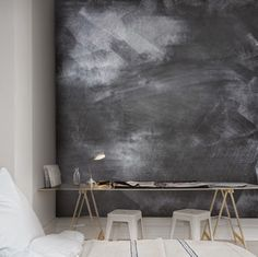 Jag har gjort flera inredningar där jag använt mig av griffeltavelfärg på hela väggar. Gillar...