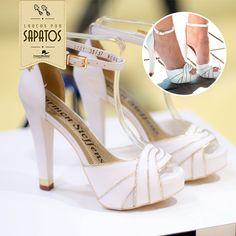 Olha só que linda essa sandália da Carmen Steffens! Com o salto meia pata, ela levanta a alto estima com muito conforto!   Combine com peças coloridas das coleções de primavera. Amamos!