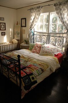 lovely vintage, cottage bedroom ~ so English Cozy Bedroom, Dream Bedroom, Bedroom Decor, Bedroom Windows, Pretty Bedroom, Master Bedroom, Bedroom Furniture, Bedroom Vintage, Beautiful Bedrooms