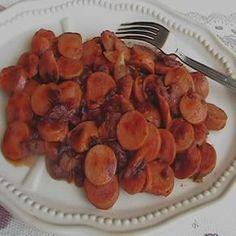 Platillo sencillo, para botana o cena ligera. Si te gusta el chipotle esta receta es la opción para ti, salchichas al chipotle. Acompáñalas en taquitos con queso derretido.
