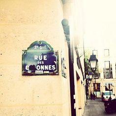 Rue des Colonnes, rue des C**nnes...  (Paris 2ème)
