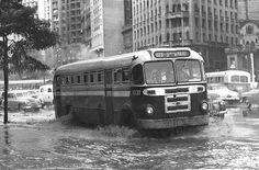 Década de 50 - Praça da Bandeira, em dia de chuva.- São Paulo