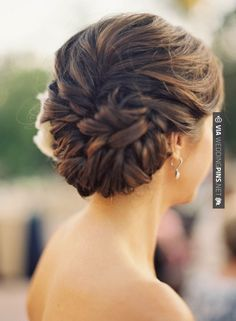 Coiffure de mariage / wedding hair style #bridal hairdos #wedding hair ideas #hawaii princess brides