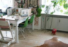 Posts in the Miniature category at BRINJA Office Desk, Home Office, Tripp Trapp Chair, Botanical Interior, Big Houses, Small World, Miniatures, Architecture, Dollhouse Interiors