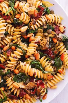 pasta fusilli with spinach, artichokes, sun-dried tomatoes. Vegetarian Pasta Dishes, Vegan Pasta, Veggie Dishes, Vegetarian Recipes, Cooking Recipes, Healthy Recipes, Yummy Recipes, Fusilli Pasta Recipe, Pot Pasta