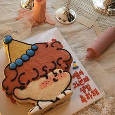 Funny Birthday Cakes, Pretty Birthday Cakes, Pretty Cakes, Cute Cakes, Creative Desserts, Cute Desserts, Dessert Recipes, Bts Cake, Korean Cake