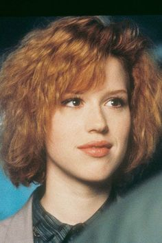 10 Celebrity Redheads Who Aren't Natural Redheads+#refinery29 Molly Ringwald, 80s Haircuts, 1980s Hairstyles, Modern Haircuts, Bride Hairstyles, Blonde Haare Make-up, Short Hair Makeup, 80s Short Hair, Long Hair