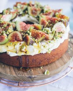 Peggy Saas of the blog Cake Crumbs & Beach Sand is behind today's stunning cake topped with ruby-red figs, chopped pistachios, and a drizzle of gold honey. Fig Recipes, Sweet Recipes, Baking Recipes, Dessert Recipes, Vegetable Recipes, Keto Recipes, Dinner Recipes, Think Food, Love Food